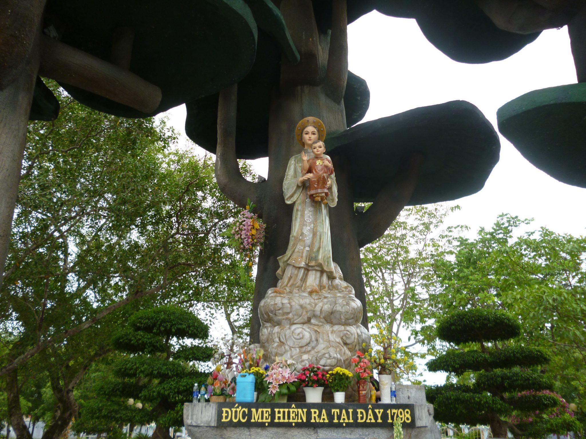 Hình ảnh tượng Mẹ La Vang